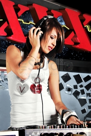 girl dj house progressive electro audio clubbing