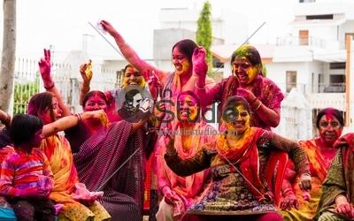 Hum Bhi Kuch Kam Nahi -holi